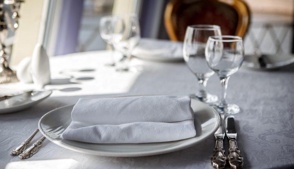 cruise-cabin-dining