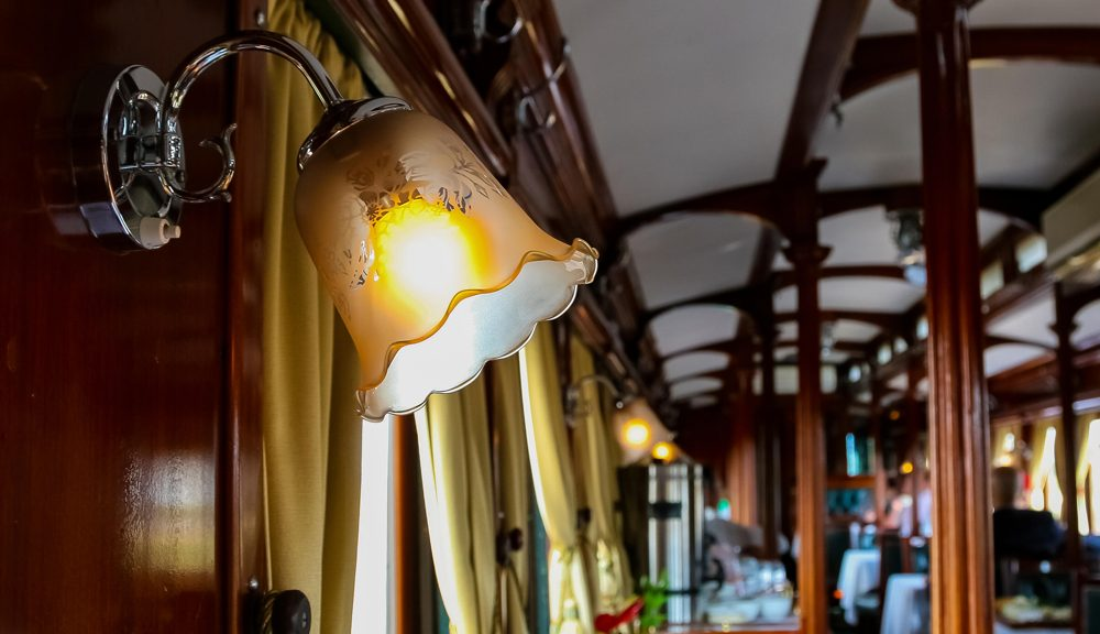 train-in-cabin-dining
